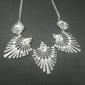 paparazzi Jewelry - NWT Paparazzi Silver Necklace & Earrings Set